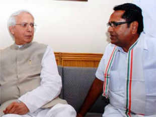 File: Former Union Minister Vidya Charan Shukla and PCC chief Nand Kumar Patel. (Pic:PTI)