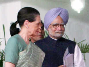 PM Manmoham Singh and UPA Chairperson Sonia Gandhi arrived here today in the wake of the deadly Naxal attack on a convoy of Congress leaders.