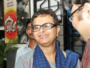 A pall of gloom enveloped the world of arts here, particularly the film industry, after the untimely death of Rituparno Ghosh this morning.