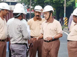 Construction work on the Rs 5000 crore Kochi Metro project began today with Chief Minister Oommen Chandy inaugurating the piling work.
