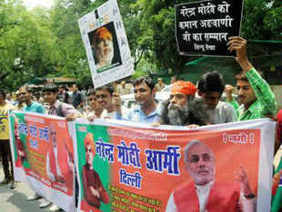 Shiv Sena today said the pro- Narendra Modi demonstrations outside BJP veteran L K Advani's residence need to be condemned by all political parties, including the BJP. In Pic: Protests outside L K Advani's residence.