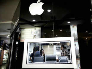 Apple signed an agreement with Sony Music Entertainment, the final record-company holdout needed for the iPhone maker's planned online radio service.