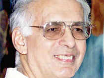 Congress leader Vidya Charan Shukla, grievously injured in the May 25 Maoist attack in Chhattisgarh, died on Tuesday.