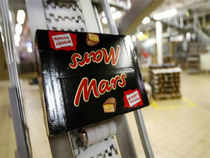 Keeping in mind the number of vegetarians, chocolate and confectionery maker Mars International today launched chocolate brand snickers in an eggless variant.