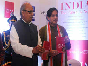 Young politicians should strive towards changing the face of India by fighting corruption which has infected the nation, Kerala Governor Nikhil Kumar said. In Pic: Governor Nikhil Kumar and Shashi Tharoor.