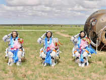 The Shenzhou-10 spacecraft made a safe landing in Gobi desert in inner Magnolia this morning after about 15 minutes re-entry process shown live on the state television.