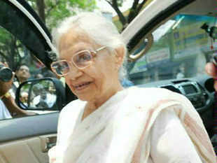Develop satellite towns to ease pressure on Delhi: Sheila Dikshit