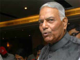 BJP leader and former External Affairs Minister Yashwant Sinha urged the Govt to take serious note of a Chinese General's warning to India.
