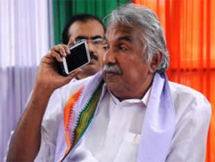 Congress has come out in support of chief minister Oommen Chandy and ruled out any leadership change in Kerala.