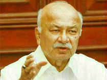 A government source said Sushil Kumar Shinde wants ample time for his office to personally vet all that he is supposed to speak in Parliament.