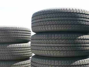 With automobile sales showing a decline for the eighth straight month, the tyre industry is not optimistic about the prospects in the current year.