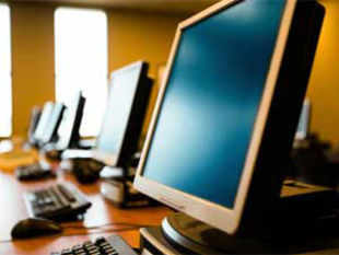 Troubled PC maker Hewlett Packard (HP) has stalled a move to sell its 60% stake in Indian IT services firm MphasiS.