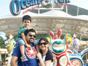 Amol Arora with wife Meenal and son Kanav Arora at Ocean Park, Hong Kong.