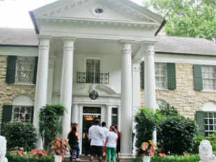 Thousands of Elvis fans visit Graceland every year.