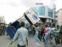 Seemandhra leaders are bargaining with the Congress leadership for special status and packages for communities and districts they represent, which analysts said were clear signs of hopes diminishing of keeping the state intact