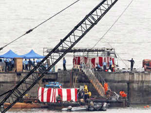 Many countries including the US and France have offered help to India in its ongoing operations to bring out bodies in the sunken submarine INS Sindhurakshak