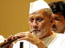 Seven years have passed since the demise of Bharat Ratna Bismillah Khan but the promise to make a mausoleum and monument in the Shehnai player's memory remains unfulfilled.