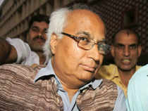 """A socially polarising leader has polarised his own party. Can he run a smooth, stable and effective government at the Centre? Think seriously!"" Sudheendra   Kulkarni tweeted."