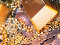 While gold plunged by Rs 280 to Rs 30,500 per ten gram in continuation with a loss of Rs 30 yesterday, silver dropped by Rs 1,600 to Rs 49,500 per kg.