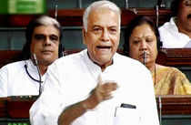 Armed with numbers, Yashwant Sinha and Chidambaram crunch each other