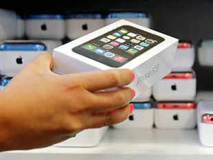 Apple has not launched the iPhone 5S or 5C in India, but you can still buy one if you are ready to shell out big bucks for these devices. The asking rate for the basic model of iPhone 5S is between Rs 65,000 and Rs 1,00,000, depending on who you ask, and in which city.