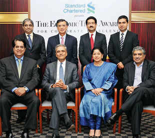 JUDGEMENT DAY FOR ET JURY 2013: (Seated L to R) KV Kamath, Anshu Jain, Mallika Srinivasan and Nandan Nilekani; (Standing L to R) Aditya Puri, Harish Manwani, Kumar Mangalam Birla and Shailendra Singh