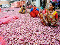 Notwithstanding a sharp fall in wholesale rates, retail onion prices remain high at Rs 60-70 per kg in the national capital region.