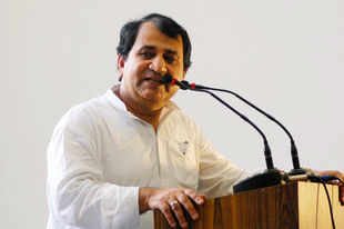 CAG report on Gujarat 'eye-opener': Shakeel Ahmed, Cong leader