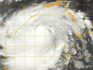 Heavy rains today lashed the coastal belt of Orissa, which is bracing for cyclone Phailin, as authorities shifted 2.5 lakh people to safer place in the state