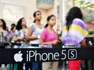 Apple iPhone 5s is out of stock in almost all retail outlets about three weeks after its launch due to huge demand as well as limited supply