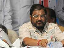 Setback to AAP plans as Swabhimani Shetkari Sanghatana joins Sena ...