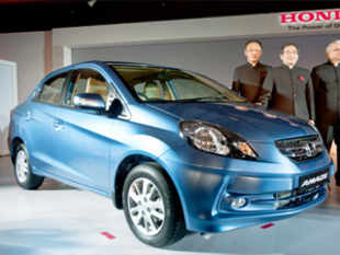 Honda Cars India Ltd (HCIL) today launched a new variant of its Amaze sedan featuring additional safety features as front dual airbags.