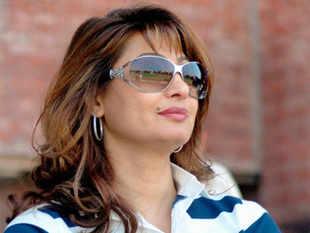 Will go smiling: Sunanda Pushkar tweeted