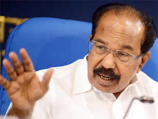 Petroleum Minister M Veerappa Moily today said the former Delhi Chief Minister doesn't understand fundamental laws