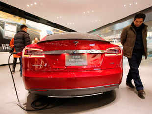 Tesla Motors plan to build 'world's largest battery factory' could trigger a bidding war between US states eager for the 6,500 jobs the $5 bn investment could create.