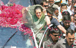 Sonia Gandhi does her regular gig in Raebareli, whilst Amethi awaits Smriti Irani who BJP reckons could spoil Rahul's party
