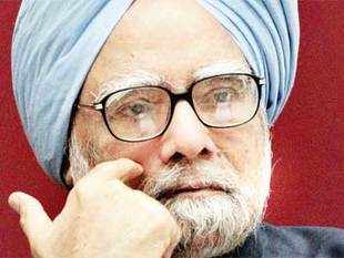 Pankaj Pachauri said that there's no need for Manmohan Singh to speak up on the controversy created by the content of his former aide Sanjaya Baru's book .