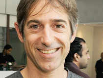 MarkPincus, the founder ofZynga, is leaving the once-hot social gaming company as its new leader seeks a turnaround.