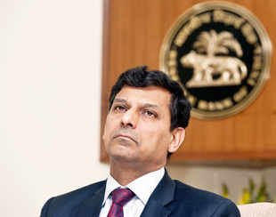 Asserting independence of the central bank, Reserve Bank Governor Raghuram Rajan today said it is he who determines the monetary policy and the government can fire him if it wanted.