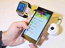 Samsung on Tuesday unwrapped its new smartphone using the Tizen platform, a move aimed at breaking away from Google's Android.In pic: A Samsung employee demonstrates the new Samsung Z910F Smartphone (R) and the SM-R380 Smartwatch (L) at the Tizen Developer Conference in San Francisco, California.