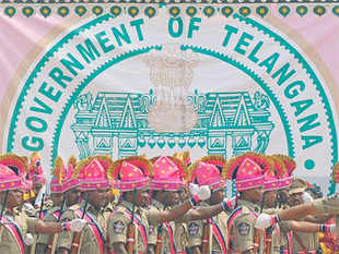 The Telangana emblem has the popular Kakatiya arch standing out in the circular emblem in green colour with an image of Charminar at the centre.