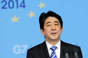 Japanese Prime Minister Shinzo Abe urged the nation's business leaders on Tuesday to do more to boost the role of working women.
