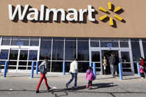 Wal-Mart violated Quebec's labor code when it closed a store in the province that had become one of the first in Canada to successfully unionize, the Supreme Court of Canada ruled.