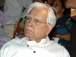 He cited Suman Dubey, Manmohan Singh and Priyanka Gandhi as witnesses to this meeting. Natwar Singh said Rahul feared she would be killed like his father.