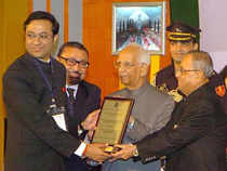 President of India Pranab Mukherjee and Indian Chamber of Commerce's (ICC) outgoing president Shrivardhan Goenka at the chamber's 86th AGM held in Kolkata on Saturday.