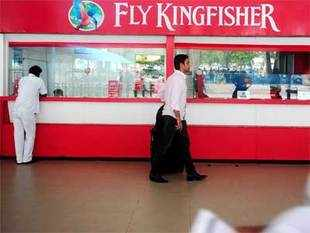 CBI is looking into the Rs 950 crore alleged bad loan given by IDBI Bank to Kingfisher Airlines ignoring the company's negative credit ratings.