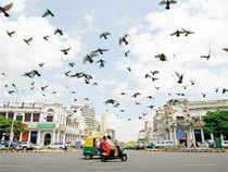 Indian cities are not economically independent, but are shackled by chains of servitude. Except for the large municipal corporations they do not have professional personnel to lead them.
