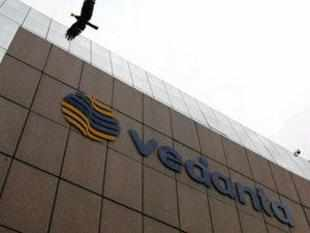 Vedanta Resource today said domestic rates should be linked to international markets and an independent regulator be set up.