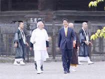 PM Modi with his Japanese counterpart Shinzo Abe at the Toji temple premises.