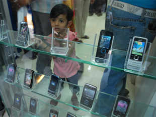 With the launch of new devices and falling prices, thisDiwaliis being seen as a bumper season for smartphone sales.